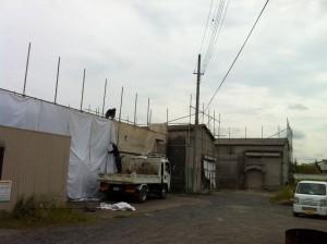 東京都足立区花畑  建物取り壊し前の足場養生、シート張りのイメージ画像